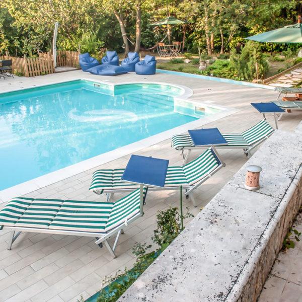 piscina esterna e rivestimenti